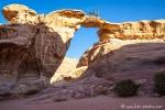 Eine der Felsenbrücken im Wadi Rum