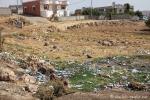 Müll liegt überall, auch mitten im Ort