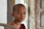 Die Gemeinschaft im Kloster muss ihm die Familie ersetzen - Waisenjunge im Dama Lin Khar Ra Kloster