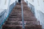 Steiler Aufgang und nur Männern vorbehalten - Mahazedi Pagode