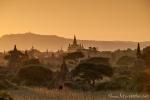 Sonnenuntergang bei den Pagoden von Bagan