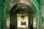 Im Inneren der Kaunghmudow Pagode