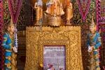 Buntes Spiegelmosaik an der Wunscherfüllungspagode auf dem Mandalay Hill