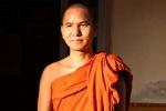 Abt im Mönchskloster auf dem Mandalay Hill