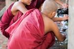 Abwasch im Mahagandayon Kloster