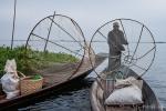 Fischer mit ihren traditionellen Reusen auf dem Inle See