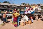 Heimfahrt der Pa-O-Frauen nach dem Marktbesuch in Indein