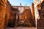 Lächelnder Buddha in den Stupas von Sanghar