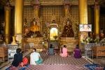 Gläubige in der Shwedagon Pagode