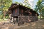 Eines der neuen Häuser im Dorf Lakkhana