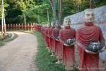 Prozession von 100 Mönchen an der Kaw Ka Thaung Höhle