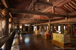 Im Inneren des Holzklosters Youk Soun Kyaung
