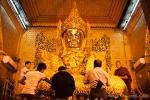 Schon wieder dürfen nur Männer an die Buddhafigur - Mahamuni Pagode