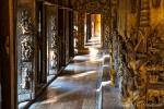 Im Inneren des Shwe Kyaung Klosters auch Goldenes Kloster