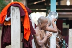Freiluftdusche im Mahagandayon Kloster