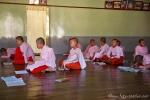 Beim Unterricht der jungen Nonnen im Kloster von Nyaungshwe