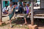 Warten auf gute Geschäfte - Bauern auf dem Viehmarkt nahe Taunggyi