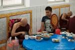 der Abt bekommt Extrawürste - Kha Khat Wain Kyaung Kloster