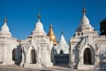 Kuthowaw Pagode - in jeder Stupa steht eine Tafel mit den Lehren Buddhas