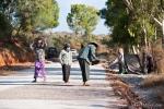 Straßenbau in Handarbeit