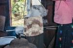 Kochwaschgang der fertigen Seidenschals - Lotusseidenweberei auf dem Inle See