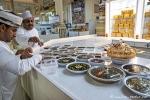 Halva, auch Halwa, DIE Süßspeise der Omanis