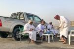 Typische Männergesellschaft, Hafen von Mirbat