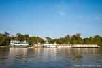 Hotelboote, die auf dem Rio Cuiabá ankern