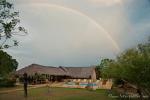 Regenbogen über der Lodge