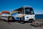 Man weiß sich zu helfen - Touristenbus auf Kufen