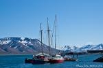 Segelschiffe im Hafen von Longyearbyen