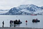 Anlandung mit den Schlauchbooten im Sankt Jonsfjord