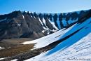 Noch immer sind die Berge um Longyearbyen schneebedckt