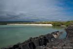 Malerische Bucht mit weißem Sandstrand - Santa Cruz