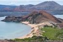 Blick auf die benachbarte Insel Santiago und die Sullivan Bay