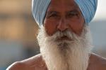 Sikh nach einem Bad im Tempelteich