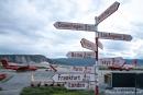 Noch 3 Stunden Flugzeit bis zum Nordpol - Wegweise am Flughafen Kangerlussuaq