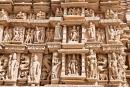 Detailreiche Sandsteinfiguren am Tempel - Khajuraho