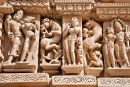 Tänzerin, die sich schminkt - Khajuraho