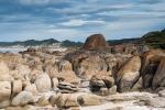 Felsformationen und endloser Sandstrand in der Bucht von Cape Conran - Coastal Park