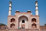 Haupttor zu Akbars Mausoleum - das gigantische Buland Darwaza (Großes Tor)