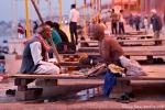 Dialog mit einem Priester - Dasashwamedh Ghat Varanasi