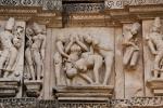 Erotische Szene an einem Tempel - Khajuraho