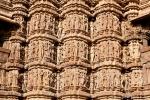 Figuren an den Außenfassaden eines Tempels - Khajuraho