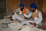 Fleißige Helfer in der Garküche - Goldener Tempel, Amritsar