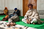Mittagsschläfchen - Pilger im Goldenen Tempel, Amritsar