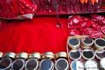 Kumkum-Pulver für den Bindi und roten Scheitel-Strich der verheirateten Frauen