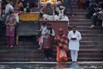 Lichter werden in den Ganges gesetzt - Hari-ki-Pauri-Ghat, Haridwar