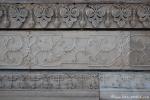 Detailreiche Reliefs zieren die Wände des Taj Mahal