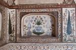 Gemalte Blumenmotive schmücken die Wände - Itimad-ud-Daula, Agra
